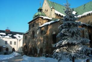 Klasztor Cysterski zimą