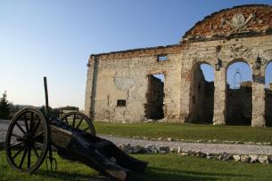 Ruiny zamku rycerskiego- Sobków