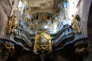Zabytkowe barokowe organy w klasztorze o.o. Cystersów w Jędrzejowie