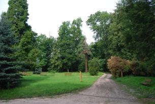Park obok Dworku Mikołaja Reja w Nagłowicach