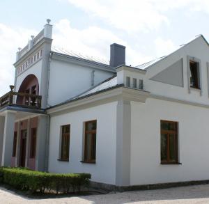 Dwór szlachecki z parkiem z XVIII wieku w Kotlicach Nowych