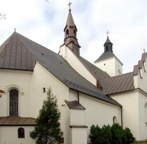 Zespół kościoła parafialnego p.w. Wniebowzięcia Najświętszej Marii Panny w Małogoszczu
