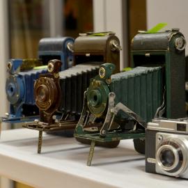 Kolekcja zabytkowych aparatów fotograficznych trafi do jędrzejowskiego Muzeum